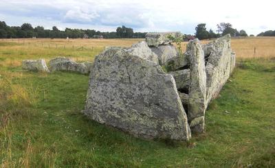 Image from object titled Ekornavallen (Raä-nr Hornborga 31-1) gånggriften Girommen 2563