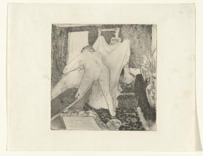 Vrouw stapt uit bad en krijgt handdoek aangereikt van vrouw; La Sortie du Bain
