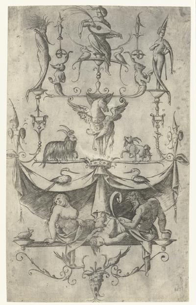 Ornament paneel met kind liggend tussen jonge vrouw en oude man en fantasie dieren en figuren; Ornament met grotesken