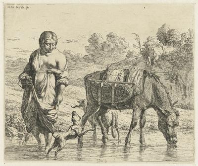 Vrouw en een drinkende ezel staan in ondiep water, een hond springt op voor haar voeten