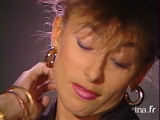 Julie PIETRI à nu