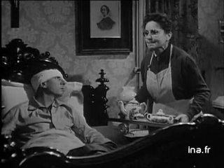 Madame Colet devant un placard