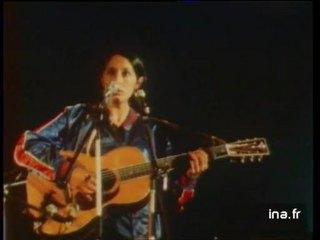 """Joan Baez en concert """"Blowing in the wind"""""""