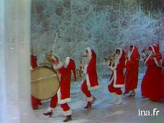 Joe Dassin, parade en Père Noël avec tous les invités de l'émission