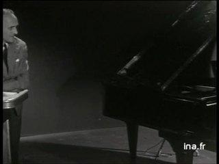 """René Clair parle de son dernier film """"Tout l'or du monde"""" avec Bourvil"""