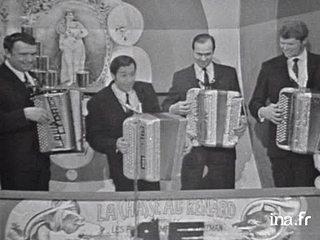 """""""Les beaux dimanches de printemps"""" à l'accordéon"""