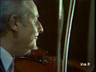 Stephane GRAPPELLI au violon