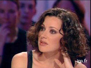 Tina Aréna, chanteuse australienne en France