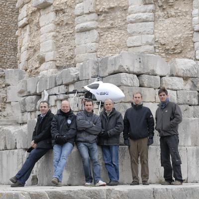 Photographie de l'équipe en charge du relevé aérien (la Turbie)