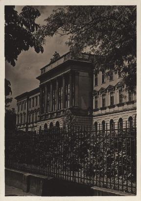 Lwów. Politechnika, front budynku głównego