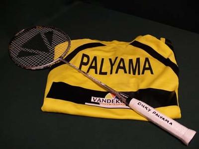 Badminton shirt en racket (Dicky Palyama)