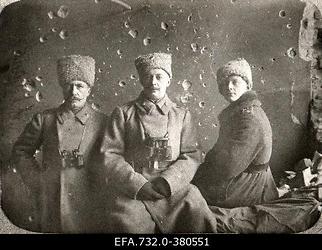 Vene 33.Jalaväediviisi 131.Tiraspoli polgu 1.pataljoni ohvitserid.                      Vasakult: staabikapten Ostrikov, pataljoniülem kapten Boris Tamatin,                      alamleitnant Lebedinski.