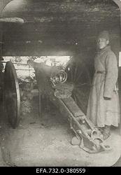 Vene 33.Jalaväediviisi suurtükibrigaadi suurtükk                      positsioonil.