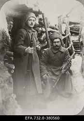 Vene 33.Jalaväediviisi 131.Tiraspoli polgu sõdurid kaevikus [Kureni külas                      Vecpiebalga ligidal].
