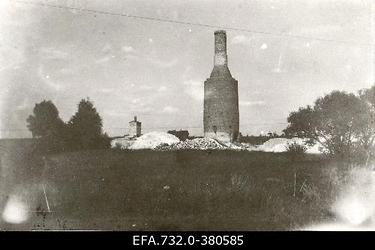 Lahingutegevuse käigus purustatud kipsitööstuse lubjaahjud Kurtenhofi                      (Kurtu muiža,Salaspils) raudteejaama ligidal.