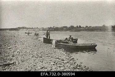 Vene sõdurid Daugava jõe ääres.
