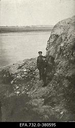 Esimene maailmasõda. XII Vene armee 131.polk. Üksküla sillapeal. Vasakul                      alamleitnant Johann Ostrat.