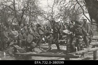 Vene 33.Jalaväediviisi 131.Tiraspoli polgu sõdurid tantsimas.