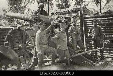 Vene 33.Jalaväediviisi suurtükibrigaadi kindlusesuurtükk                      positsioonil.