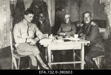 Vene 33.Jalaväediviisi 131.Tiraspoli polgu ohvitserid. Vasakult: leitnant                      Lebedev, alamleitnant Lõskovtsev, kapten Kutšerenko, lipnik Zaitsev.