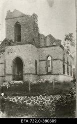 Lahingutegevuse käigus purustatud kirik Kurtenhofi (Kurtu muiža,                      Salaspils) raudteejaama lähedal.