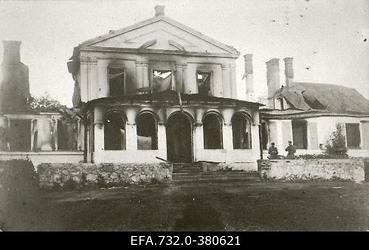 Lahingutegevuse käigus purustatud Jürgensburgi (Zaube,Jaunpils) mõisa                      peahoone.