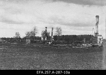 Lahingutegevuses hävinud Zahonje küla taluhooned 1919. aasta                      sügisel.