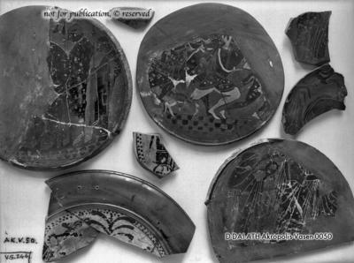 Fragment eines attisch-schwarzfigurigen Tellers mit Amazonomachie