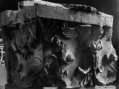 Antenkapitell mit akanthisierter Rankenfrau
