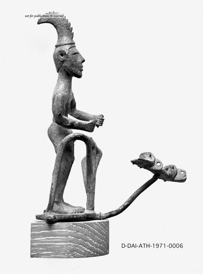 Statuette eines Wagenlenkers
