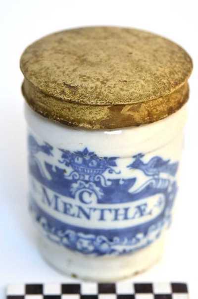 Delfts blauwe apothekerspot; C MENTHÆ en THERIAC: DIAT: