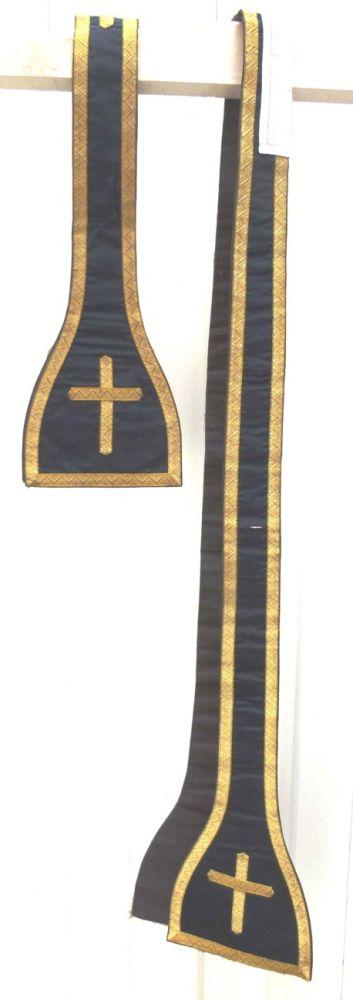stola in zwarte zijde en satijn, goudbrocaat en -galon en borduursel