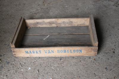 Kist van de markt van Borgloon om fruit in te verpakken