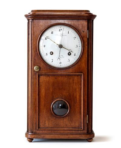 Leonard Guillaume Joosten (1762-1849), vervaardiger, Lepoot, vervaardiger gangwerk, tafelklok, Hasselt, begin 19de eeuw, mahoniehout, koper, email.
