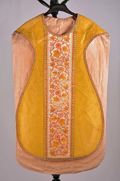 Goudkleurig kazuifel met bijhorend stola