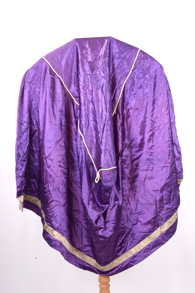 Paars liturgisch textiel