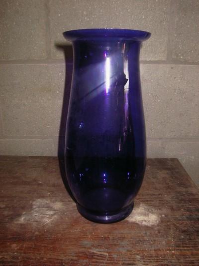 Anoniem, Purperblauw doorschijnende vaas, s.d., glas.