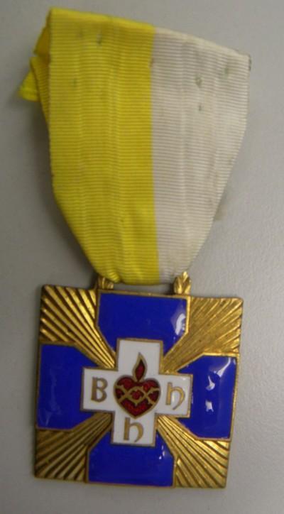 Anoniem, medaille 'BHH' uitgereikt aan Victor Smeets voor bloedgeven, s.d., brons en email.
