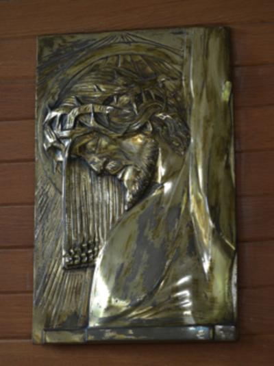 Relief met Christus aan het kruis