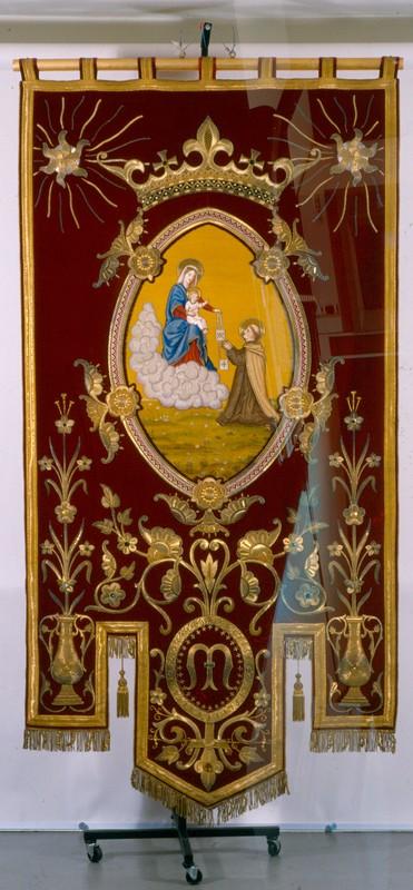 Billaux-Grossé, vaandel van het Broederschap van den H. Scapulier Hasselt, 1884, fluweel, goud- en zilverdraad, gekleurd zijde, glas.