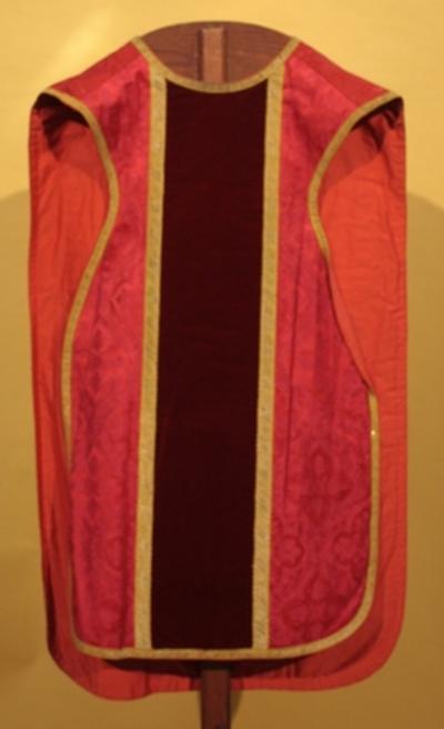 Rode kazuifel en stola