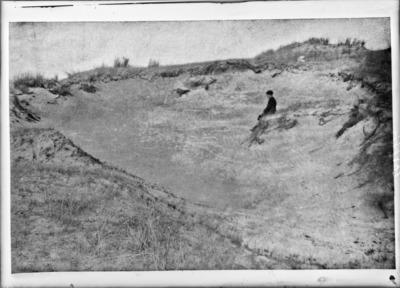 Fosse creusée par les tempêtes, dans le Terrain expérimental du Jardin Botanique, à Coxyde #2444
