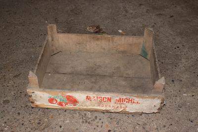 Kistje van Maison Michel om kersen en pruimen te verpakken