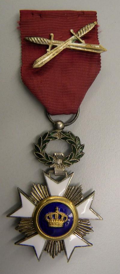 Anoniem, Ridderkruis van de Kroonorde met zwaarden, van Victor Smeets, s.d., brons en email.