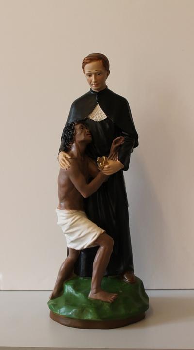 Pater Damiaan omarmt een melaatse