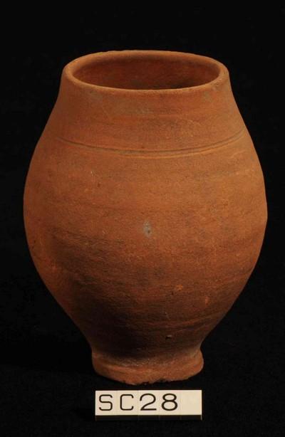 Volledige Tongerse beker in gladwandig oxiderend aardewerk (GWO)