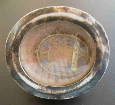Anoniemn, reliquarium met opschrift S. Anna MBV, s.d., metaal, glas, zegellak, stof.