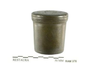olievaatje (chrismatorium) in tin, oliedoos