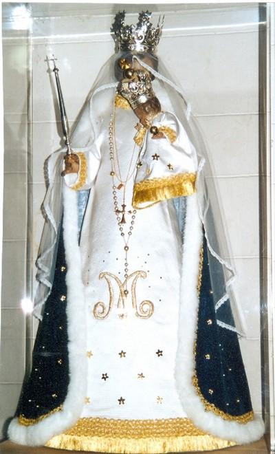Onze-Lieve-Vrouw, gekleed beeld