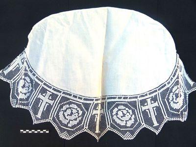 onderlegger voor oa kelk in linnen en kant: